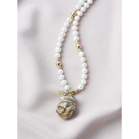 Perlų vėrinys su jaspiu