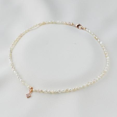 Smulkus perlų vėrinys